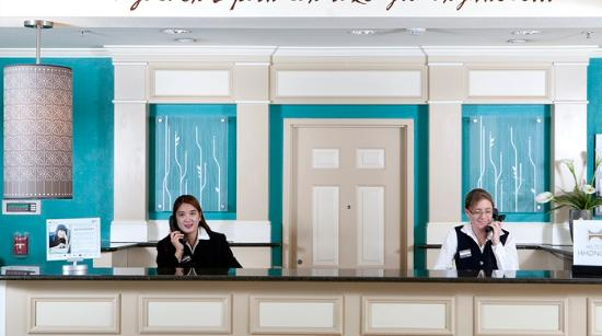 Hilton Garden Inn Sacramento/South Natomas: Front Desk