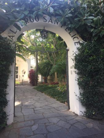 Hotel Villa Sanfelice: Li Campi 通りから見たホテル入り口