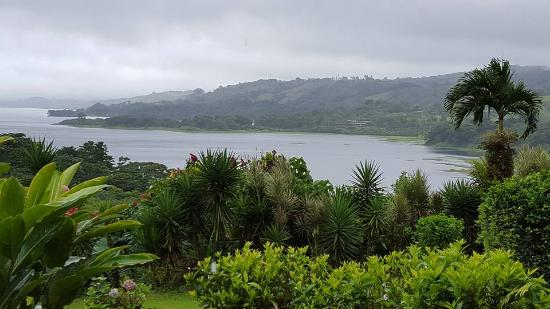 Nuevo Arenal, Costa Rica: Beautiful view from our lakeside villa