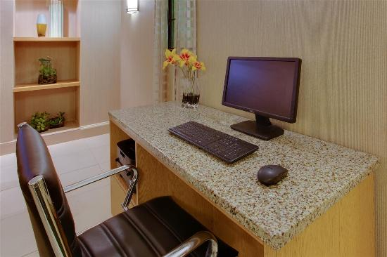 La Quinta Inn Pittsburgh Airport: business center