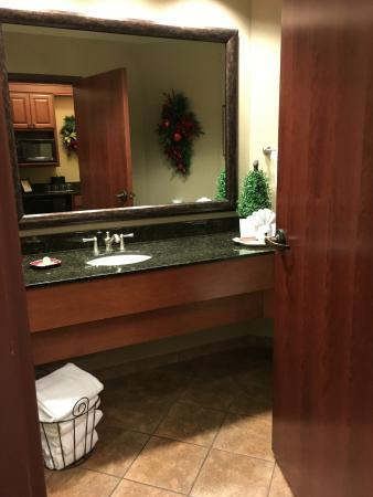 The Inn at Christmas Place: Large Bathroom
