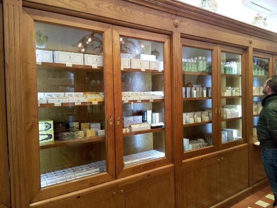圣塔玛利亚诺维拉香水制药厂
