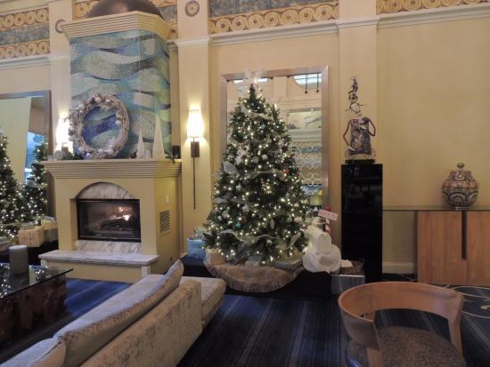 Hotel Monaco Seattle - a Kimpton Hotel: Beautifully decorated for the season