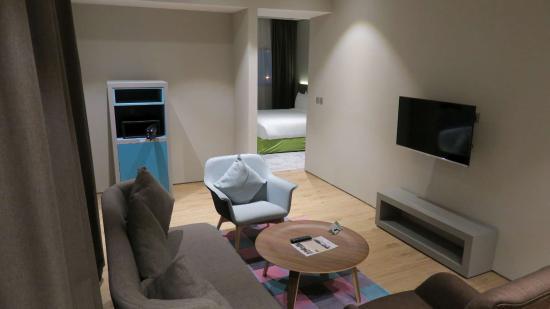 Ibis Styles Dubai Jumeira Lounge