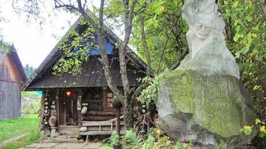 Kosmach, Ukraine: Хата-музей Довбуша