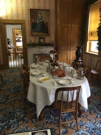 Ulysses S Grant Home Dining Room With Urn From Japan
