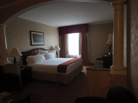 Holiday Inn Express Albany: king junior suite