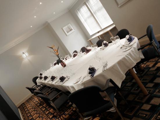 Ramada Loughborough Hotel: The Kings - Set for Dinner