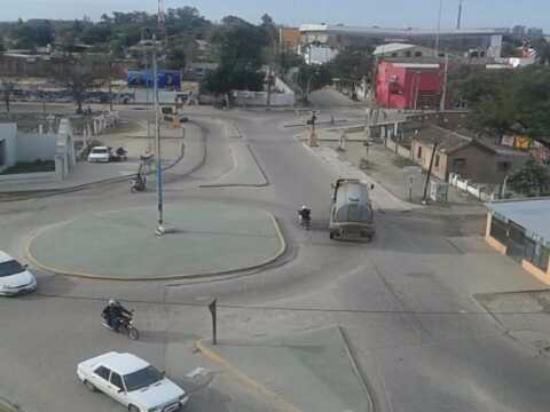 La Banda, Αργεντινή: Vista hacia la rotonda y cruce de las vias del tren