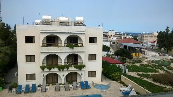 Stephanos Hotel Apartments: Hotel and Pool area