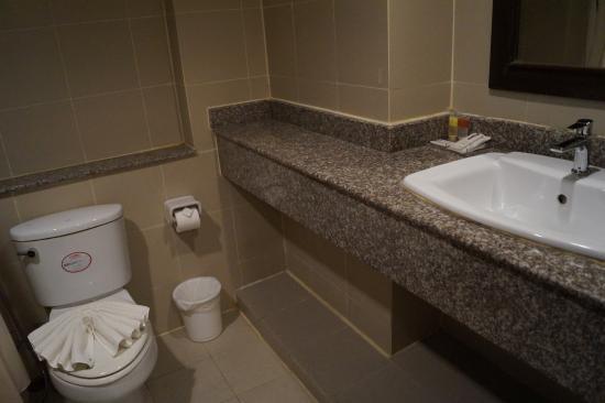 Golden Sea Pattaya Hotel: ванная