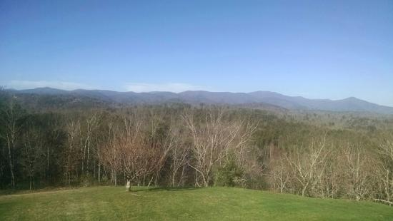 Lucille's Mountain Top Inn & Spa: View from Room #6.