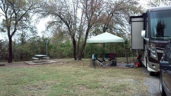 Denison, TX: Site 17, hedge to the left for privacy and plenty of room on both sides