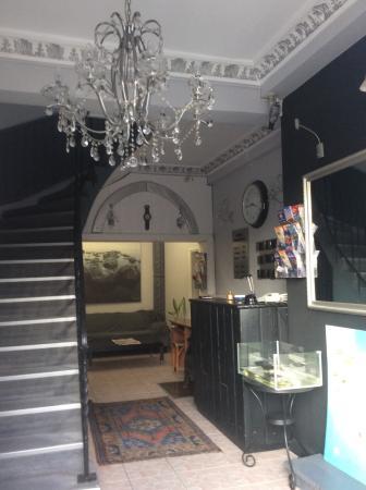 Sultanahmet Hotel: Очень уютное оформление зоны ресепшн в отеле