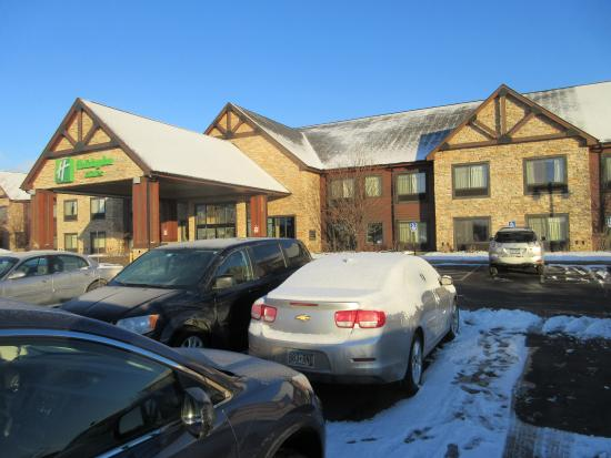 Holiday Inn Hotel & Suites St. Paul NE - Lake Elmo: entry/ free parking