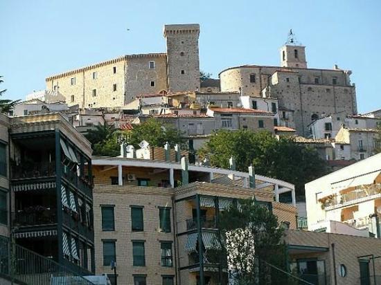 Castello Ducale di Casoli: 520px-Centro_storico_Casoli_large.jpg