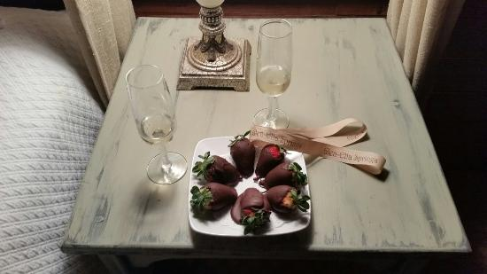 Clarkesville, GA: Chocolate covered Strawberries!