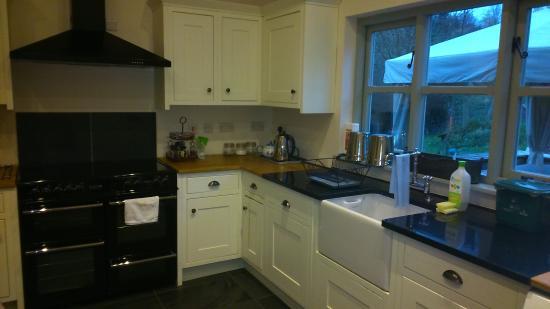 Dolanog, UK: Half of the kitchen. It's a lovely size!