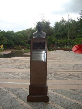 Bust of Doctorr Octávio de Moura Andrade