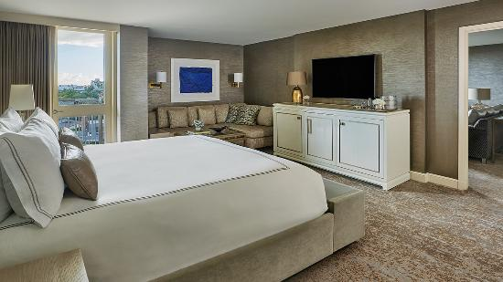 Viceroy L'Ermitage Beverly Hills: Icon Suite Bed