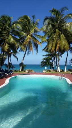 Chrisanns Beach Resort: 20151230_163956_large.jpg