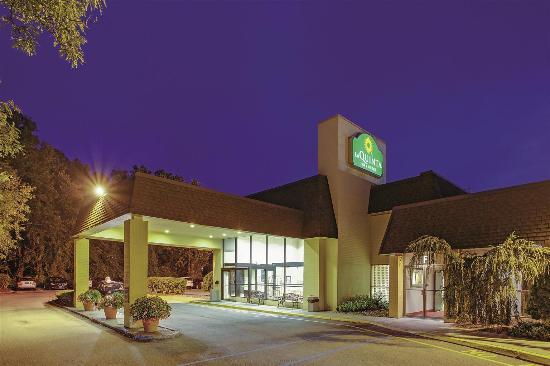 La Quinta Inn & Suites Armonk: Exterior view