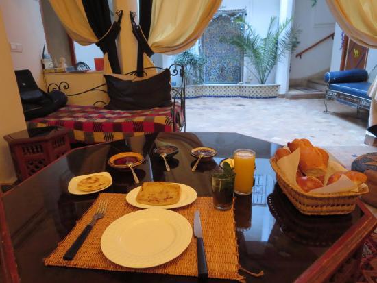 Riad Ida Ou Balou : Un petit déjeuner très copieux et délicieux...