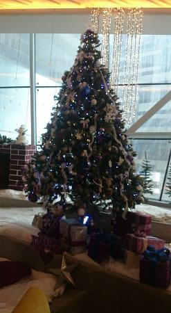Fraser Suites Doha: Lovely Christmas Tree