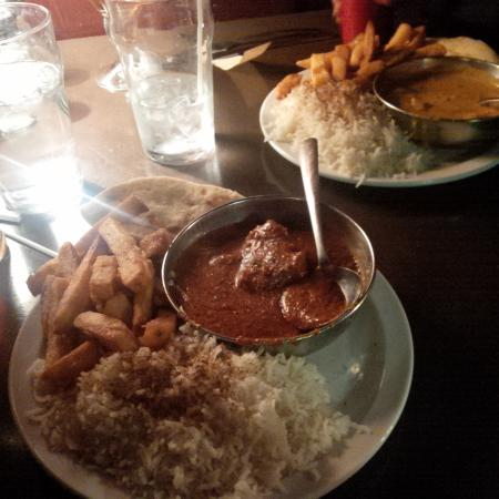 The Churchill Arms: Currie: Butter chicken and Korma