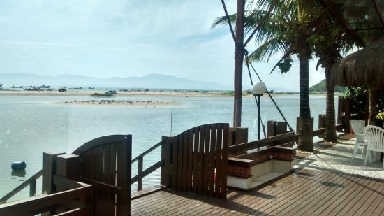 Costa Norte Ponta Das Canas Hotel Florianopolis: Deck para a praia