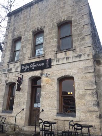 Dogleg Coffee House : Great old stone building