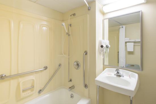 Liverpool, Nova York: ADA Bathroom