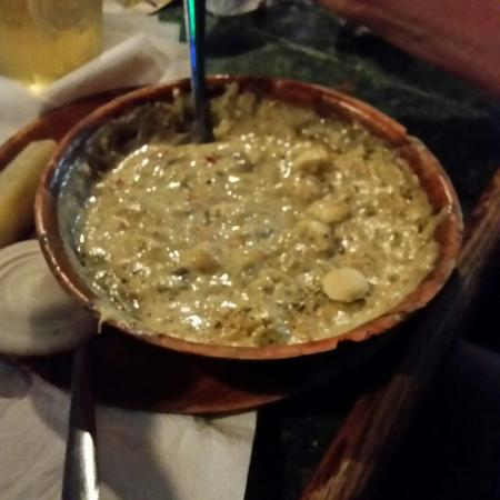 Redington Shores, Φλόριντα: When they a bowl, they mean a BOWL of seafood chowder.  Love this place!