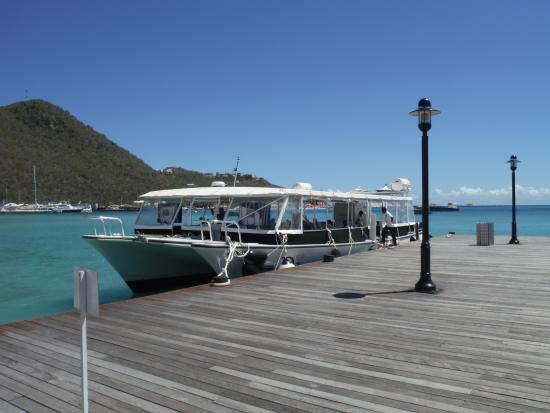Wathey Square : WATER TAXI PIER