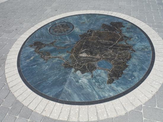 Wathey Square : LANDMARK CENTER
