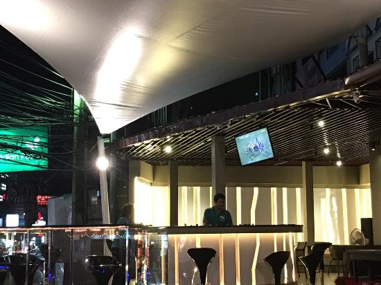 Mango, Sport Bar & Cafe
