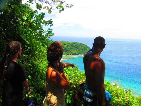 Amerikanska Samoa: Looking over Sauma Ridge, National Park of American Samoa - Pua Tofaeono and Westbrook Family