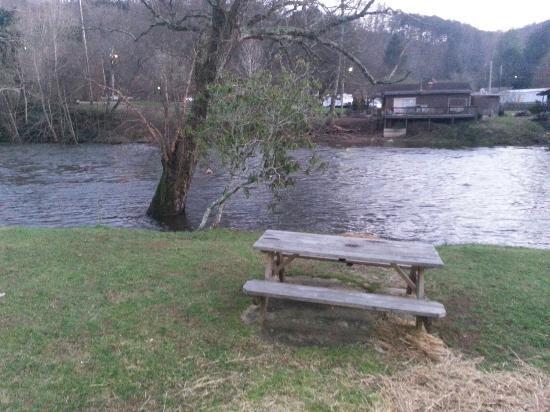 Lloyds on the River Country Inn: 20151229_174226_large.jpg