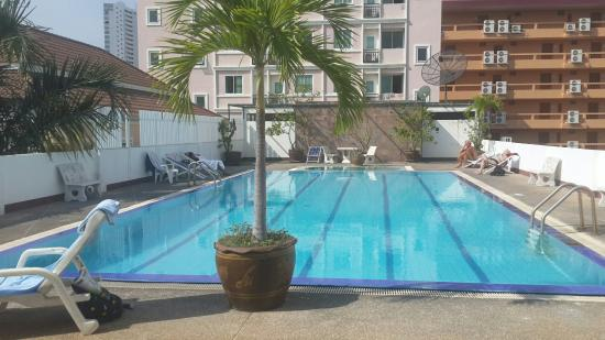 Jomtien Longstay Hotel: Large pool
