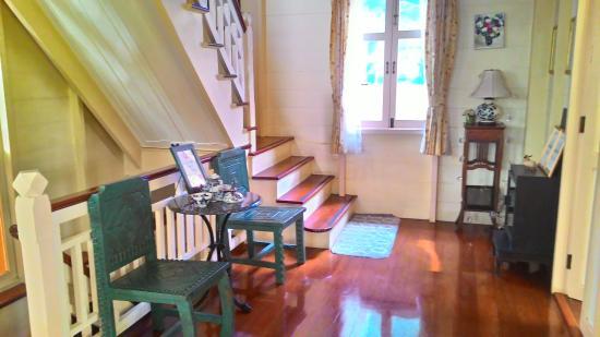 Baan Dinso Hostel: Front Door