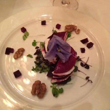 East Meadow, NY: Beet and Goat Cheese Salad