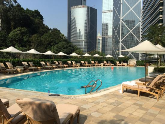 Island Shangri-La Hong Kong: Outdoor Pool