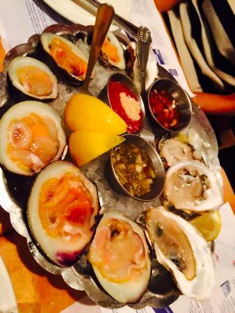 Legal Sea Foods: 生ハマグリ!新鮮で美味しいです。