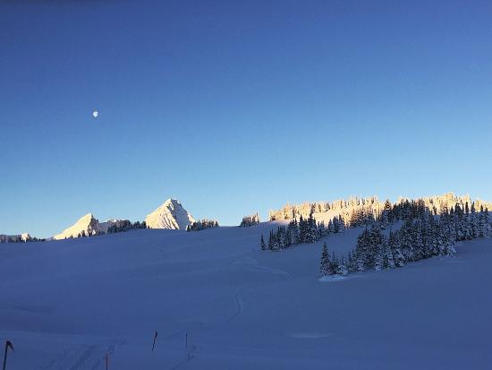 Purcell Mountain Lodge: Mt Sir Donald in the morning