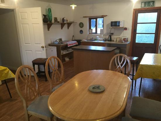 Abbeyfeale, Irlandia: Kitchen and dining