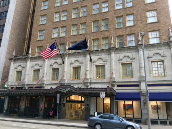 Entr e de l 39 h tel picture of club quarters hotel in for Entree hotel