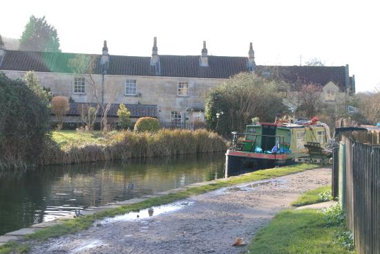 Bathampton, UK: Our apartment was the middle window