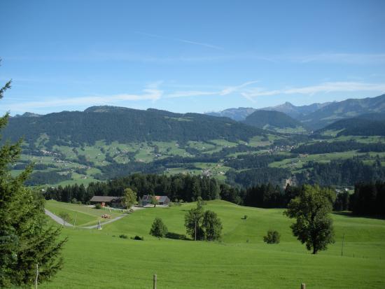 Ferienhof roth der bregenzerwald liegt ihnen zu füßen ferienhof roth gästeeingang komplett eingerichtete küche