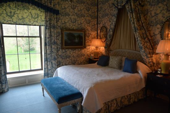 Ballyfin Demesne: bedroom