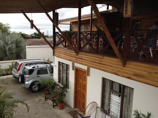 La Fortuna Suites: Front of Inn